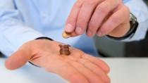 Damit mehr übrig bleibt als eine Hand voll Cent: Mit der richtigen Anlagestrategie können auch Einsteiger ihr Geld vermehren.