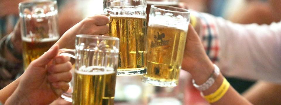 Mit Bier anstoßen kann man auch ohne Promille.