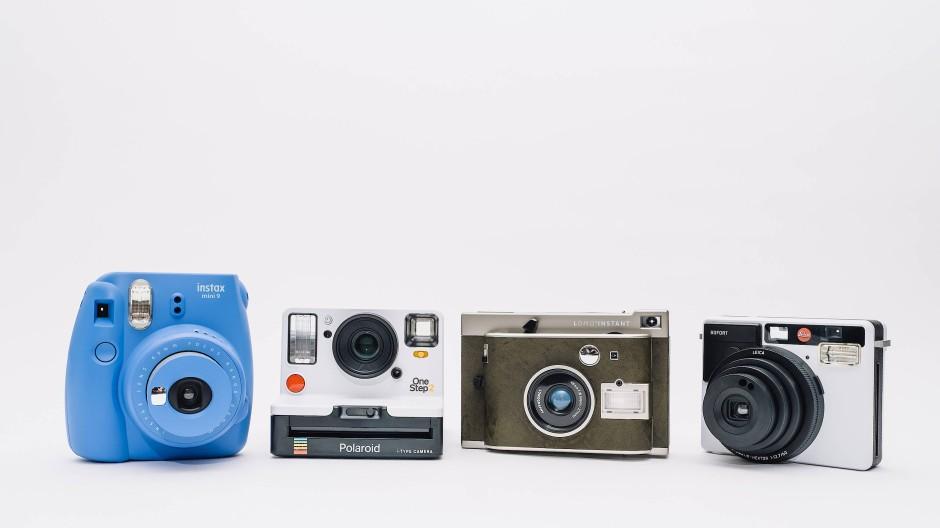Von links nach rechts: Fujifilm Insta Mini 9, Polaroid OneStep 2, Lomography Lomo Insta, Leica Sofort
