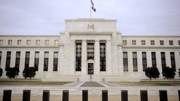 Anleger warten auf Fed-Entscheid