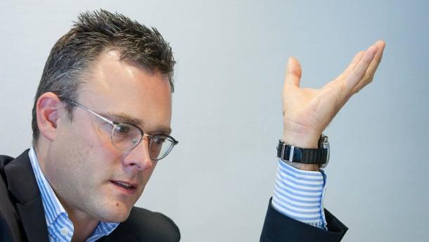 Karl Matthäus Schmidt Der  Vorstandsvorsitzende der Quirin Bank stellt sich in Berlin den Fragen von Dennis Kremer