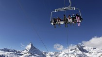 Schöne Aussicht: Und neuerdings ist der Skilift obendrein ein Ort, an dem man Versicherungsverträge abschließen kann