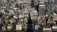 Blick auf den Londoner Financial District - nicht nur britische Immobilienaktien sind unter Druck geraten.