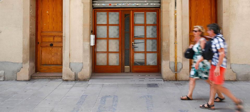 Wohnung Gegen Lösegeld: In Barcelona Setzen Kriminelle Hausbesetzer  Wohnungseigentümer Unter Druck