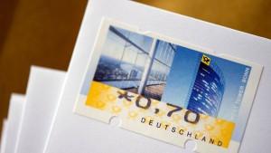 Deutsche Post schwingt sich mit Portoerhöhung an Dax-Spitze