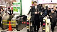 In Tokyo geht es in der U-Bahn hektisch zu, an  vielen Bahnhöfen werden die Reisenden aber per Melodie von der Abfahrt des Zuges informiert.