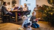 Vom Zufall glücklich vereint: Die drei Generationen der Familie Korsch wohnen wieder Tür an Tür.
