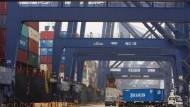 Der Containerhafen Yantian in Shenzhen
