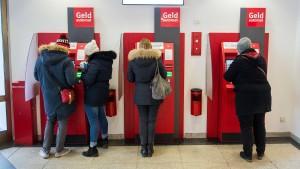 Sparkassen verändern Ablauf beim Geldabheben