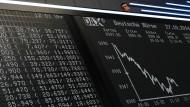 Immer wieder verschwinden Werte: Kurstafel im großen Handelssaal der Frankfurter Wertpapierbörse.