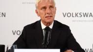 VW-Chef Müller spricht bei Betriebsversammlung über Abgas-Skandal