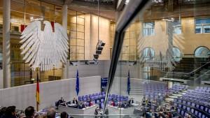 Bundestag berät über Flüchtlingsausweis