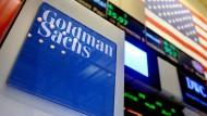 Logo von Goldman Sachs auf den New Yorker Börsenparkett