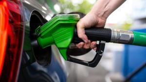 Tankstellen reagieren auf fallenden Ölpreis