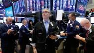 Die Unsicherheit unter den amerikanischen Börsianern ist hoch, weil aus dem Weißen Haus unterschiedliche Signale zur Handelspolitik kommen.