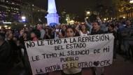 """Argentinien kommt nicht zur Ruhe: Demonstranten fordern den Rücktritt von Präsident Macri wegen der """"Panama Papers"""""""