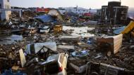 Nach dem schweren Erdbeben vom 11.03.2011 und dem darauf folgenden Tsunami waren weite Teile von Nordjapan völlig zerstört.