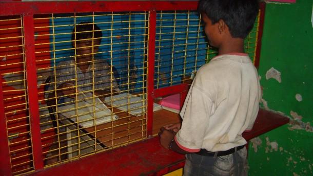 Indiens Straßenkinder lernen das Sparen