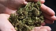 Cannabis kann man rauchen, Kryptowährungen können sich in Rauch auflösen. Passt also.
