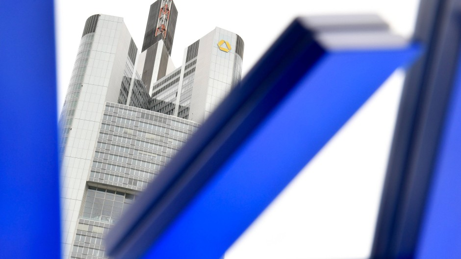 Interessante Farbenspiele: Mischt man blau (Deutsche Bank) und gelb (Commerzbank), kommt grün (Dresdner Bank) raus. Hoffentlich eher nicht.