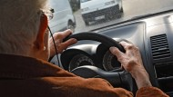 Rentner süchtig nach Autofahren