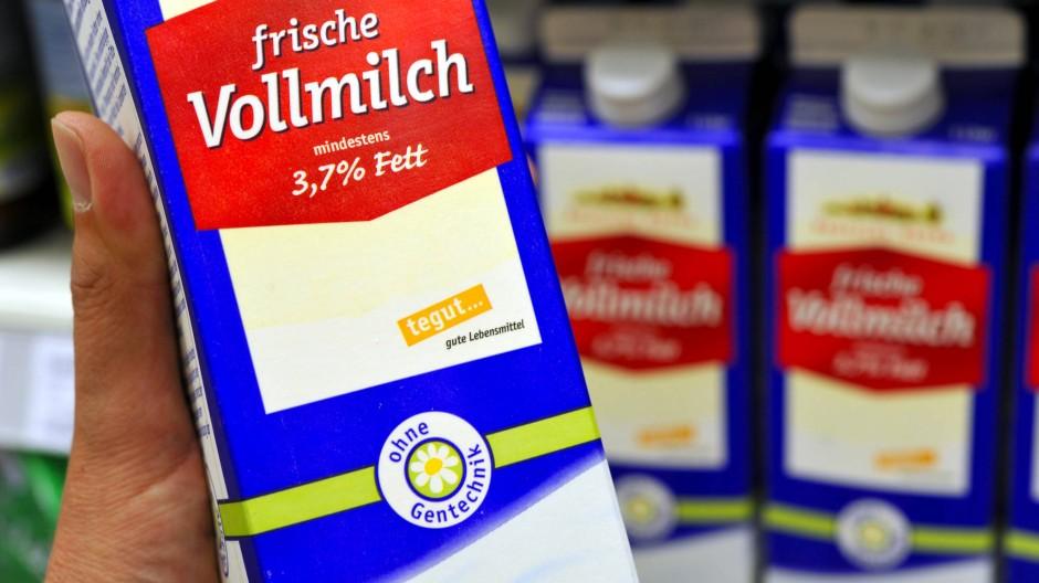 """Immer mehr Hersteller von Milch verwenden das freiwillige Siegel """"Ohne Gentechnik""""."""