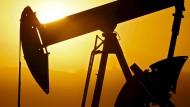 Ölpreis fällt erstmals seit fünf Jahren unter 65 Dollar