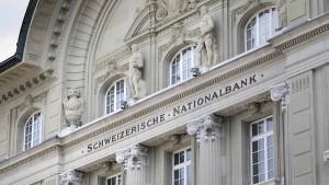 Schweizer Notenbank nimmt zwei Milliarden ein