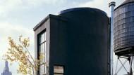 In New York wurde aus einem Wassertank ein Domizil zum Entspannen auf dem Dach.
