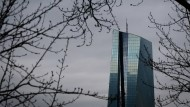 Verteidigt die EZB eine Zinspolitik mit unerwünschten Folgen?