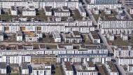 Gute Lage: Zahlreiche Häuser sind in einem Wohngebiet in München zu sehen.