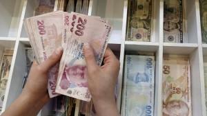 Türkische Lira stürzt trotz Leitzinsanhebung ab
