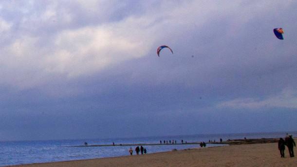Kitesurfer zu Weihnachten an der Ostsee
