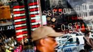 Auch zum Jahresende heißt es noch aufpassen: Anleger brauchen derzeit gute Nerven.