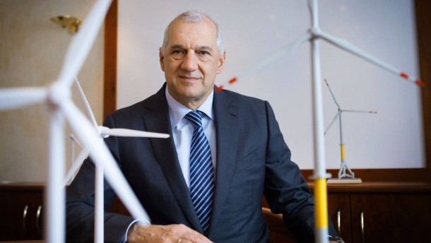 Willi Balz - Der Vorstandsvorsitzende des Windenergieunernehmens Windreich stellt sich in Wolfschlugen den Fragen von Dennis Kremer