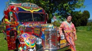 Mit einem psychedelischen Trip zurück ins Jahr 1964? Selbst das ließ sich über das Internet finanzieren