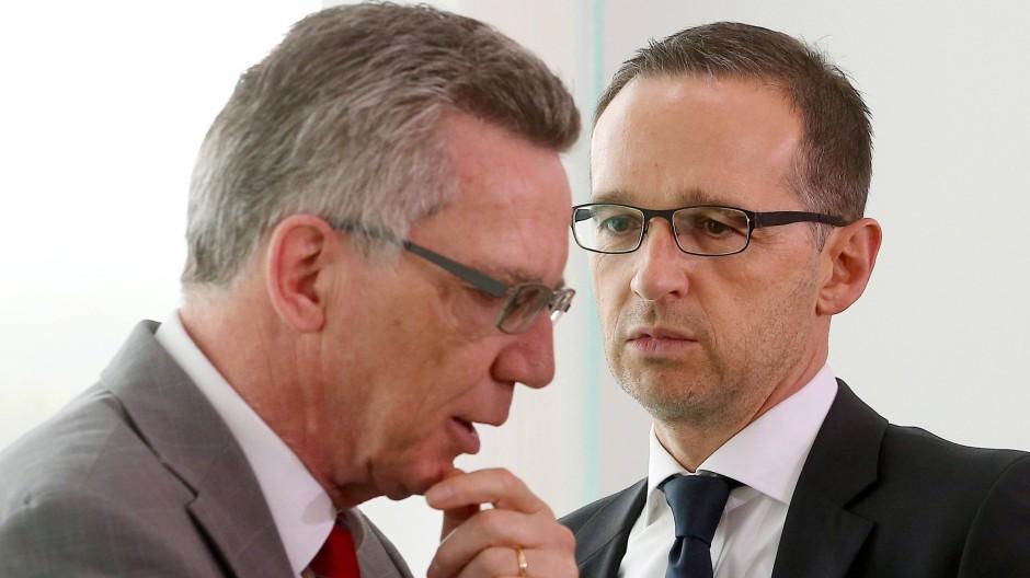 Sind sich schon recht einig: Bundesjustizminister Heiko Maas (SPD) und Bundesinnenminister Thomas de Maiziere (CDU).