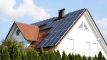 Mit Photovoltaik-Anlagen auf dem Dach können Privatleute selbst Strom erzeugen.