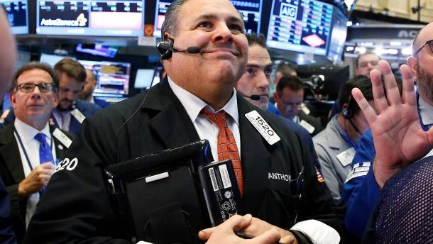 Rekord im Dow, Nasdaq unter Druck