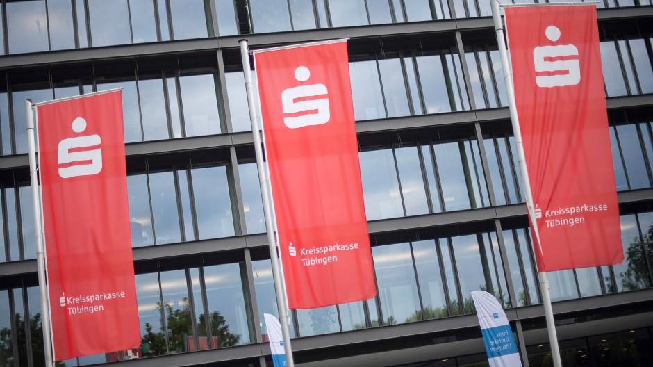 Heute entscheidet das Landgericht Tübingen über mögliche Negativzinsen der Kreissparkasse in der Unistadt.