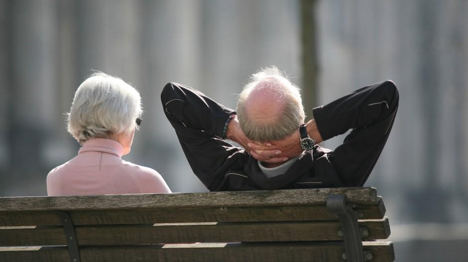 Viele Rentner werden 2019 erstmals steuerpflichtig und vom Finanzamt zur Abgabe einer Steuererklärung aufgefordert.