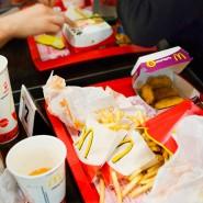 Künftig könnten die Cheeseburger vom Roboter gebraten werden - essen muss sie der Kunde dann noch selbst.