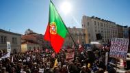 Portugal verschafft sich Zeit, während die Menschen in Lissabon protestierten - hier gegen den Haushalt für das kommende Jahr