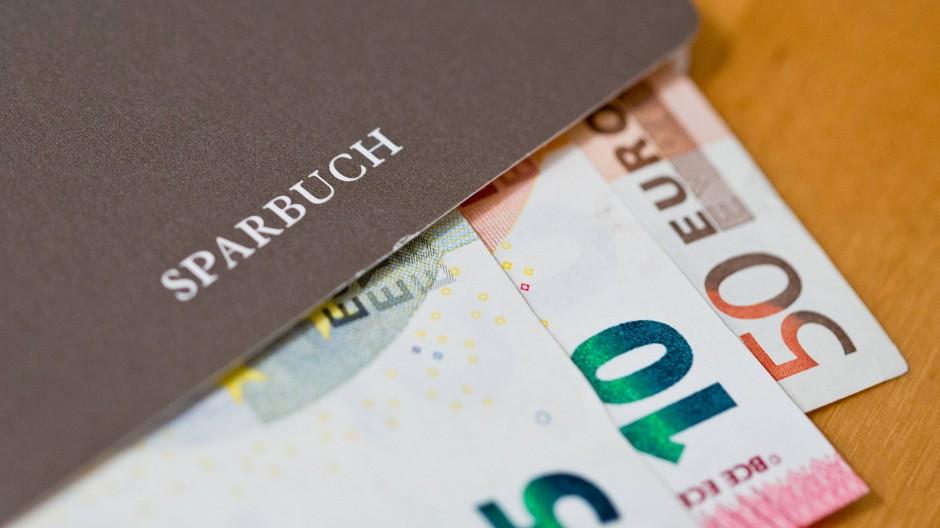 Sparbuch und Bargeld