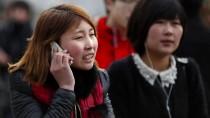 Wer gern auf der Straße telefoniert, bekommt im chinesischen Chongqing jetzt seinen eigenen Fußgängerweg.