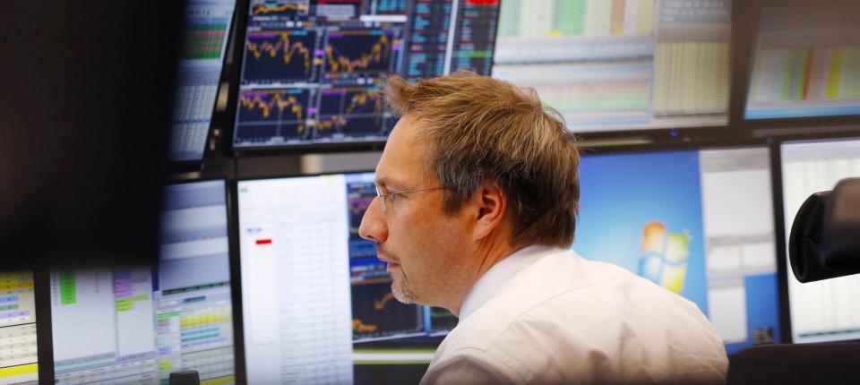 Der (DJIA) ist ein Durchschnitt, der von 30 der an der New Yorker Börse (NYSE) gehandelten Spitzenwerte abgeleitet wird. Es ist der am häufigsten verwendete und häufig zitierte aller führenden Börsenindikatoren.