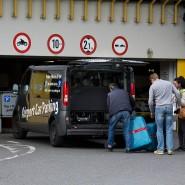 Reisende, die am Frankfurter Flughafen starten, weichen auf die günstigeren Parkplätze im Vorort Höchst aus