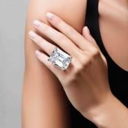 So teuer wie ein Mittelklassewagen: Ein rein weißer Diamant mit einem Gewicht von einem Karat kostet ungefähr 22.000 Euro.