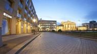 Berlin, 1-A-Lage: Pariser Platz, Hausnummer drei. Unverbaubarer Blick auf das Brandenburger Tor