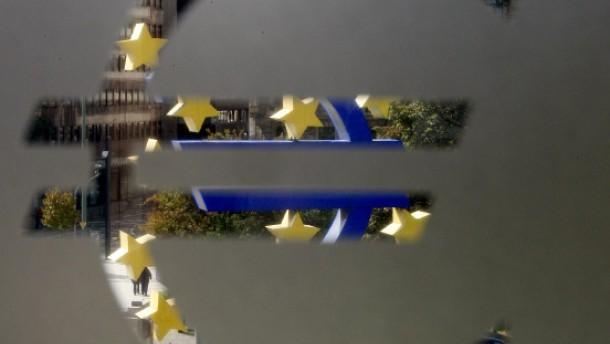 Euro fällt zeitweise unter 1,38 Dollar